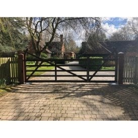 Estate Style Gate and Integrated Pedestrian Gate